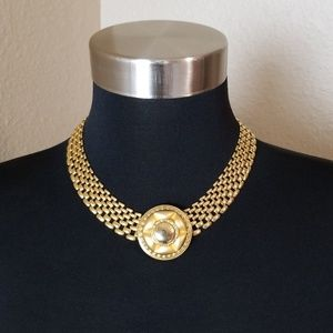Jewelry - Gold Tone Mesh Pendant Necklace